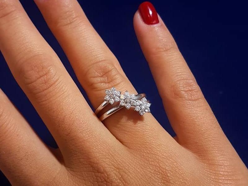 Anello in oro bianco 18 Kt. con diamanti naturali